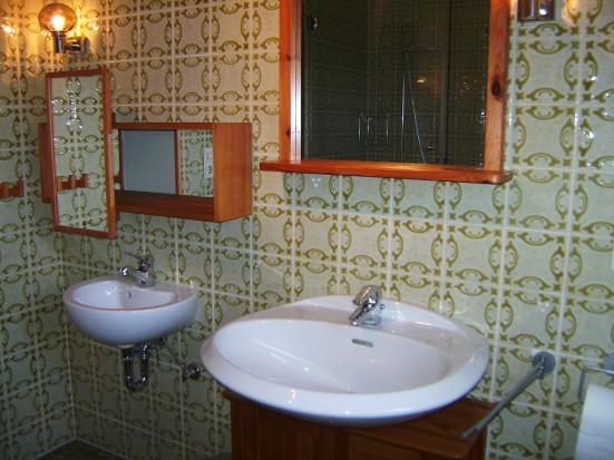 Bamberg Unteroberndorf extra Kinderwaschbecken und Spiegel im Badezimmer