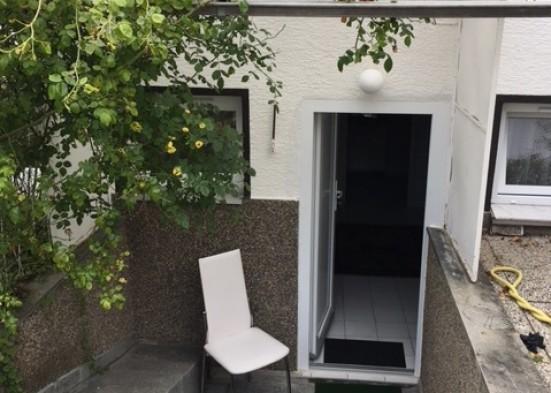 Gross Gerau Kelsterbach Rauchen auf der Terrasse