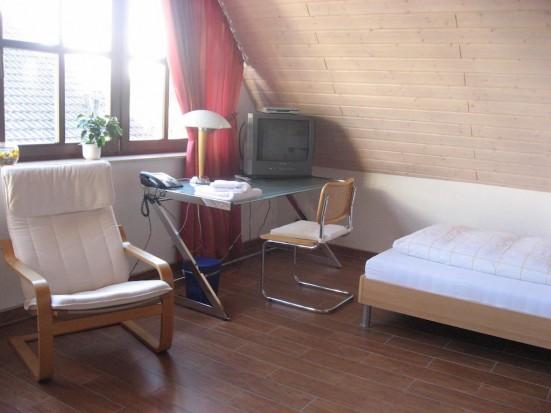 Gross Gerau Moerfelden Walldorf guenstiges Einzelzimmer