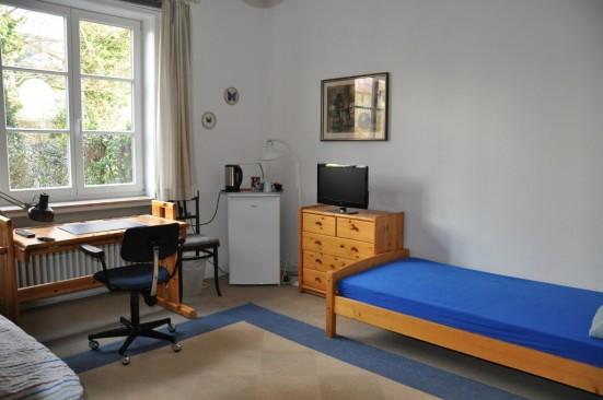 zimmer von privat in hannover herrenhausen. Black Bedroom Furniture Sets. Home Design Ideas