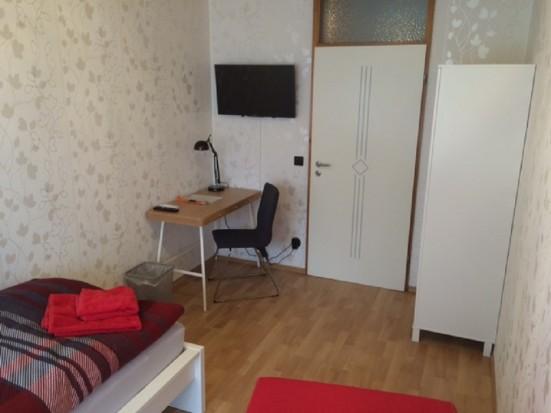 Mainz Finthen modern eingerichtetes Einzelzimmer