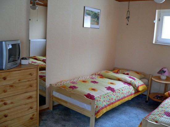 Mainz Hechtsheim geraeumiges 2 Bett Zimmer