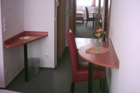 Mainz Zentrum modern eingerichtetes Doppelzimmer