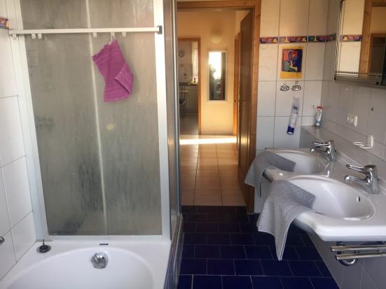 Wuerzburg Eibelstadt mit Badewanne und Dusche