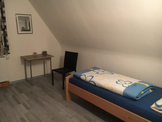Wuerzburg Helmstadt Arbeiterzimmer mit Dusche